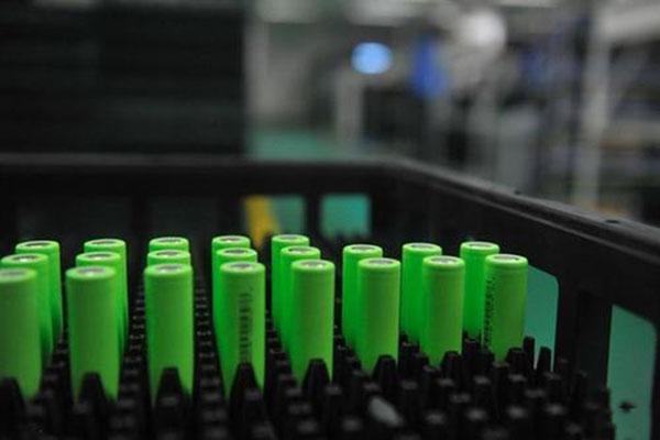 日本科学家用喷雾沉积法制备硅纳米颗粒 实现高容量全固态锂电池
