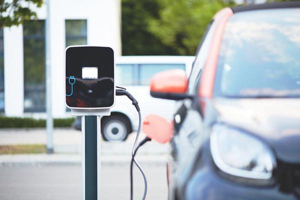 充电联盟:截至9月全国充电桩保有量111.5万台,换电站282座