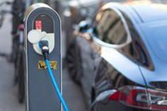 中汽协:10月新能源汽车销量骤降45.6% 动力电池装车量下滑31.4%