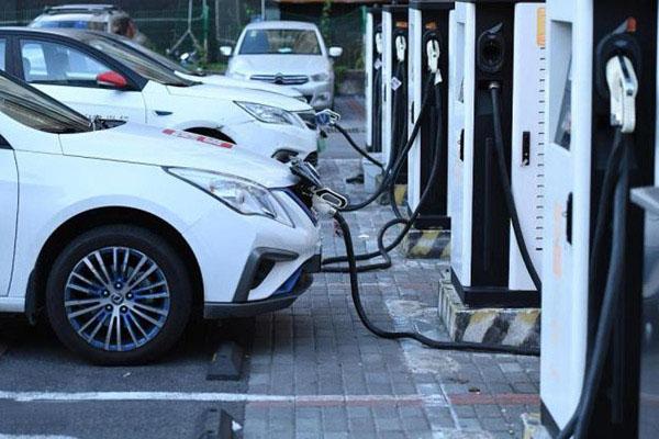 新能源车和燃油车谁更省钱?