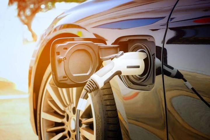 """别让""""充电难"""" 难倒了新能源汽车"""