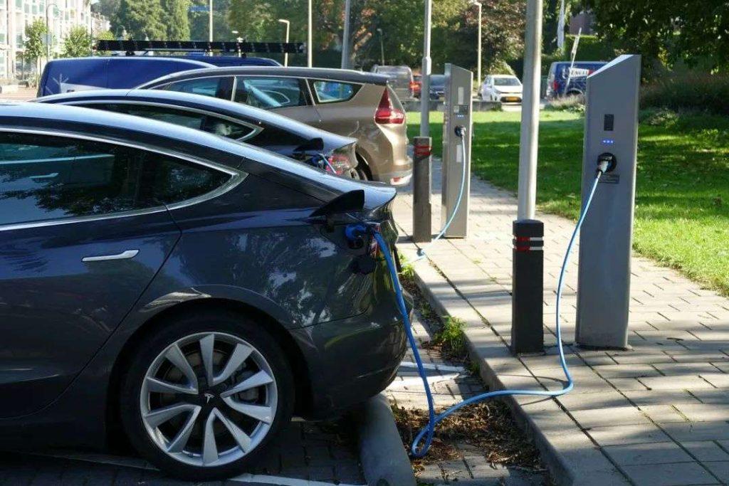 经济日报:新能源车充电难不可小觑