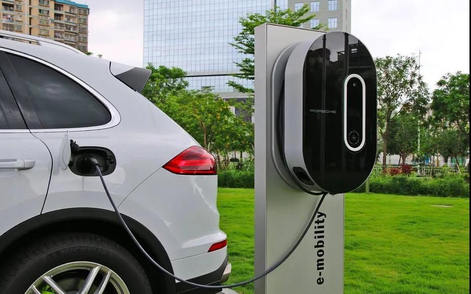 新能源汽车可以边充电边用吗?