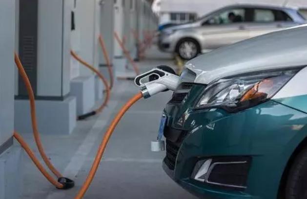"""单月新能源车卖了20万辆型,让电动""""风暴""""来得更猛烈些吧"""