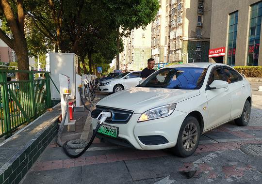 新能源汽车受热捧,上半年产销暴增200%